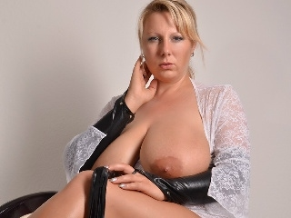 BIG-TITTS - foto